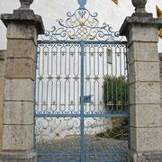 © Traudi - Eisentor zum Garten außerhalb des Schlosses
