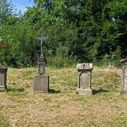 © Traudi - Alter Friedhof am Fuße der Burg Waldeck