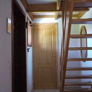 Flur mit Treppe ins Obergeschoss
