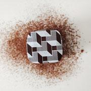 Ganache au chocolat noir, avec une touche de menthe.