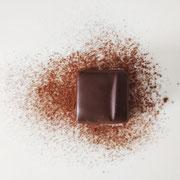 Ganache au chocolat noir, au poivre de Madagascar.