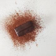 Ganache au chocolat noir, au piment.