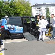 Aménagement du véhicule pour la conduite en fauteuil roulant
