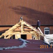 Wenn die Gudi steht auf dem Mist...... das Dach fast fertig ist.