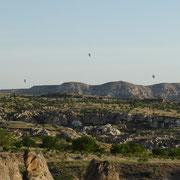 réveil à 6h30 les montgolfières au loin