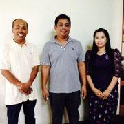 日本ミャンマー支援機構の社長TUN AUNG KHIN(左)と、GOLDEN SQUARE社の社員