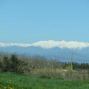die ersten schneebedeckten Gipfel der Pyrenäen