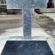 Cruz en mármol Marquina