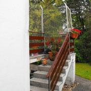 Die Treppe zum Garten ist nun versperrt.