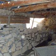 Vieux mur en pierres après