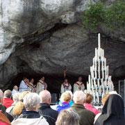 gemeinsame Messe an der Grotte von Massabielle