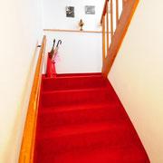 Trap van appartement naar bovenste verdieping