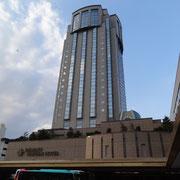 23階、100mを越える高さを誇ります