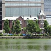 和田倉濠と東京銀行協会ビル
