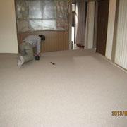 内装床職人さんによるクロス貼替・カーペット張り工事