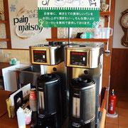 店内でお召し上がりのお客様にはコーヒーのサービスもございます
