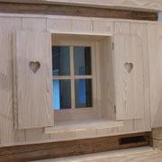 La fenêtre intérieure de la chambre Framboise