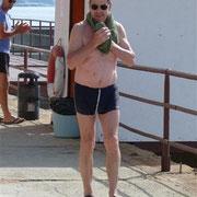 Er hat es tatsächlich gemacht - schwimmen im Schwarzen Meer