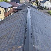 ②屋根の現況。左が北側。
