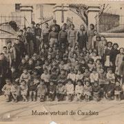 1957 photo de tous les élèves sur l'escalier