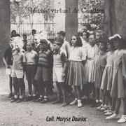 1950 Chorale pour la fête des mères sos le préau (cour école des garçons)