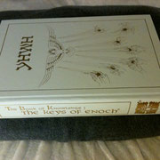 「エノクの鍵:The Book of Knowledge The Key of Enoch®」の原書。