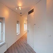 hoekappartemente eerste verdieping: zicht vanaf woonkamer naar overige vertrekken