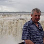 Auch Stefan steht vor dem Foz de Iguazu
