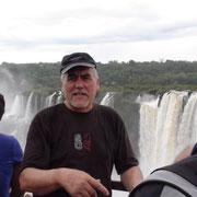 Hans vor den Iguazu-Fällen