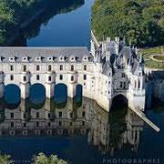 Accompagnateur de voyage personnalisé-Chateau de la Loire-https://www.facebook.com/aidantservices/