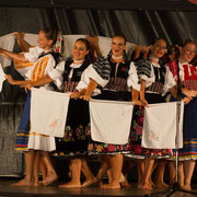 "Ensemble ""URPIN"" (Slovaquie) - Photo M.RENARD/FOLKOLOR 2012"