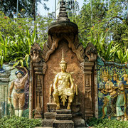 Der Tempel Wat Phnom liegt auf einem idylischen Hügel.