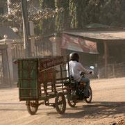 Moped unterwegs in der Stadt
