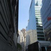 Die Sonne schafft´s im Financial District nicht bis zum Boden...