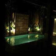 Unser Pool bei Nacht