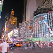 Times Square bei Nacht (auch wenn es taghell wirkt)