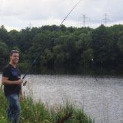 Jan beim Stöckchen angeln ;)