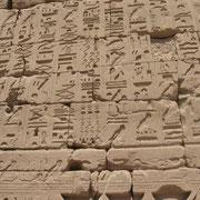 Hieroglyphen im Karnak Tempel