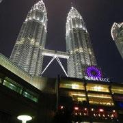 Petronas-Towers bei Nacht
