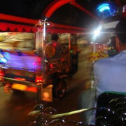 Tuk-Tuk-Rennen auf dem Heimweg