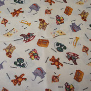 Stofcode A009, creme katoenen stof met retro speelgoed