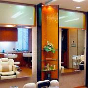 鏡の間仕切りは、建築家吉田五十八先生の上質なデザイン