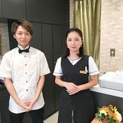 西浦 遼、諸戸恭子(左から)
