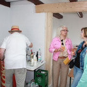 Sommerfest: gemütliches Quatschen in der Werkstatt 22