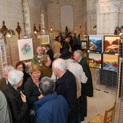 Vernissage d'une exposition de peintures.