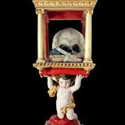 Reliquaire posé sur un angelot Le crâne qu'il renferme serait celui de Saint Robert.