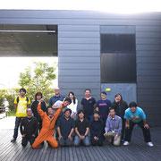 10-BOXのスタッフの皆さんとチームイシノマキのスタッフと記念写真