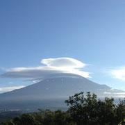 本番翌朝、富士山にかかった傘雲