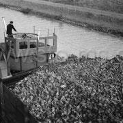 Kanalschiff mit einer Kohleladung