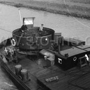 Kanalschiff - Am Ruderrad
